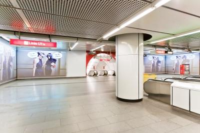 H&M Station Branding Stephansplatz (c) ATMedia